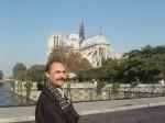 Ст. Айдинян у собора Парижской Богоматери